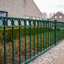 Rondo fences with circular motif